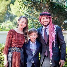 Crown Prince Hussein of Jordan with her younger siblings Princess Salma and Prince Hashem at the Independence Day Celebrations. | Ürdün Veliaht Prensi Hüseyin küçük kardeşleri Prenses Selma ve Prens Haşim ile Ürdün Bağımsızlık Günü kutlamalarında.