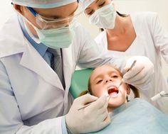 ODONTOPEDIATRÍA El odontopediatra es el odontólogo infantil. La atención de la boca de nuestros hijos es fundamental, ya que nuestros pequeños deben mantenerse lejos de las caries y otros problemas dentales.