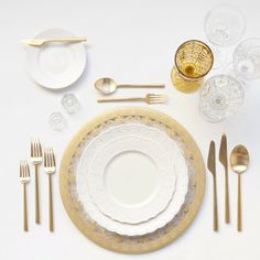 Gold Glass Chargers + White Collection China + Gold Collection Flatware + Cut Crystal/Amber/Champagne Coupe + Antique Crystal Salt Cellars | Casa de Perrin Design Presentation