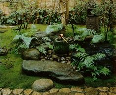 Japanese tea garden, with water laver (tsukubai) for guests to ritually cleanse their hands and mouth Japanese Garden Backyard, Small Japanese Garden, Japanese Garden Design, Gravel Garden, Water Garden, Garden Landscaping, Japanese Gardens, Japan Garden, Japanese Style