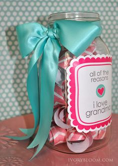 Ivory Bloom. The reasons I love Grandma and The reasons I love Mom. Free printables, perfect for Mother's Day. Tuck a gift card inside? So cute.