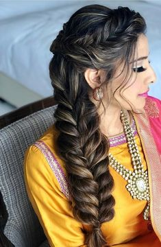 hairstyles on yourself hairstyles easy hairstyles white hairstyles rasta hairstyles demo hairstyles for long hair hair vikings braided hairstyles with weave Pakistani Bridal Hairstyles, Bridal Hairstyle Indian Wedding, Mehndi Hairstyles, Bridal Hairdo, Girl Hairstyles, Braided Hairstyles, Indian Hairstyles For Saree, Classic Wedding Hair, Wedding Hair Down