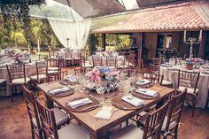 Casamento no campo com móveis de madeira | Outdoor wedding with wooden furnitures