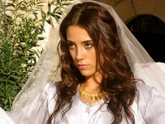Pictures & Photos of Cansu Dere - IMDb