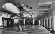 The downstairs foyer of the Goumont Palace in the venue which later became the Hammersmith Apollo Vintage London, Old London, Hammersmith Apollo, Streamline Art, Cinema Theatre, London History, Art Deco Buildings, Interesting Buildings, Z Arts