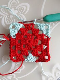 crochet along terray, tertia, cal, deken Crochet Blanket Edging, Granny Square Crochet Pattern, Crochet Stitches, Crochet Hooks, Knit Crochet, Baby Knitting Patterns, Crochet Patterns, Doll Carrier, Heart Patterns
