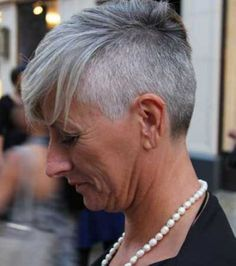 Tired of spending time and money covering your grey hair? These 30 grey hair styles for older women will convince you to embrace your natural silvery gray hair. Haircut For Older Women, Short Hairstyles For Women, Cool Hairstyles, Hairstyles 2016, Pixie Hairstyles, Short Hair Older Women, Pixie Haircuts, Medium Hairstyles, Short Grey Hair