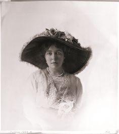 Images Of Princess, Kingdom Of Sweden, Swedish Royalty, Princess Margaret, Queen Victoria, Captain Hat, Royals, Crown, British
