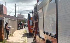 Bombeiros controlam incêndio em bar na Vila Aparecida -   O Corpo de Bombeiro de Botucatu registrou na manhã deste sábado, por volta das 9h45, um incêndio em Bar na Rua dos Costas, na Vila Aparecida. Segundo informações, o fogo começou nos fundos do estabelecimento, mais precisamente nas geladeiras.  As causas ainda serão apuradas, mas - http://acontecebotucatu.com.br/policia/bombeiros-controlam-incendio-em-bar-na-vila-aparecida/