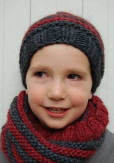 Angèle du blog http://mamzelleangele.blogspot.fr a réalisé ce superbe combiné snood + bonnet ... et vous offre même le modèle gratuitement sur www.madlaine.fr