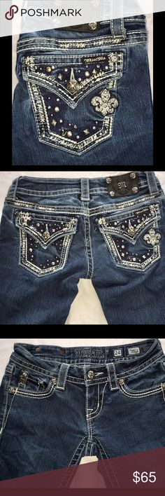 """MISS ME Straight Jeans 24 x 31.5"""" 🚫NO OFFERS🚫 Pockets and yoke have heavy white stitching. The pockets also have thick navy stitching along with various shapes and sizes of studs and rhinestones. The little fleur-de-lis itself has 16 rhinestones itself. The waist measures 14"""" and the rise is 6"""".  ****PRICE IS FIRM**** 🚫NO OFFERS🚫 Miss Me Jeans Straight Leg"""