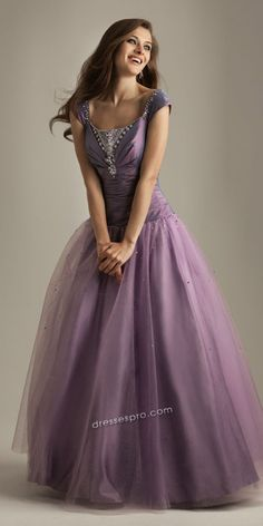 OOOHHHH!!!!!!!! This is gorgeous!!!!! With a higher neckline.....dreamy!