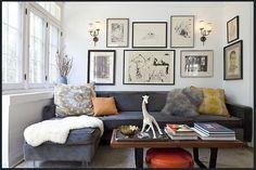 Me gusta la disposición de los cuadros en la pared.  El todo logra un conjunto armonioso.-