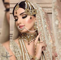 Find The Right Way To Sell Your Jewelry Online – Fashion Boulevard Wedding Bride, Vintage Designs, Wedding Jewelry, Antique Jewelry, Fashion Online, Peach, Jewels, Luxury, Lady