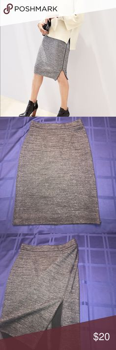 Side Zipper Skirt Cute Side Zipper Skirt! NWOT never Worn was sitting in my drawer! Perfect for fall! Halogen Skirts Pencil