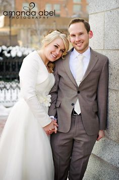 Winter LDS Temple Wedding | Utah Wedding Photographer | Bride and Groom | Amanda Abel Photography | www.amandaabelphoto.com #ldstemplewedding