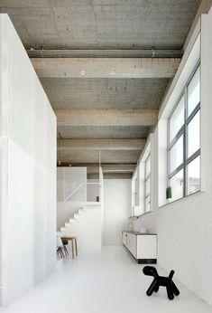 Stories On Design: Luscious Lofts. Vintage Industrial Lighting, Industrial House, Industrial Bedroom, Industrial Style, Industrial Design, Lofts, Loft Design, House Design, Interior Architecture
