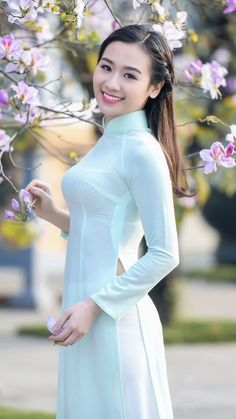 Best 12 Beautiful, elegant with its own National Flavour. Posted by Sifu Derek Frearson Vietnamese Traditional Dress, Vietnamese Dress, Traditional Dresses, Pretty Asian, Beautiful Asian Women, Vietnam Girl, Ao Dai Vietnam, Sexy Girl, Asian Fashion