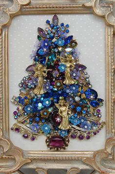 Vintage Jewelry Christmas Tree.  I like it! <3