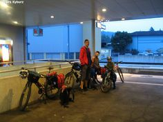Wenn einer auf Reisen geht, dann kann er was erzählen. Besonders, wenn Fahrräder mit der Bahn transportiert werden müssen. Unser neustes Abenteuer hat uns wieder in den Jura geführt, davor stand aber eben noch ein Transfer mit der Bahn. Ich habe diesen älteren Post mit den neusten Erfahrungen ergänzt. Fahrrad und Bahn: Wie kompatibel ist das? Bahn, Gym Equipment, Bicycle, Post, New Adventures, Tours, Nature, Travel, Nice Asses