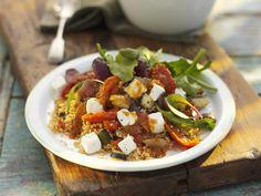 Gemüsesalat auf mediterrane Art mit Schafskäse