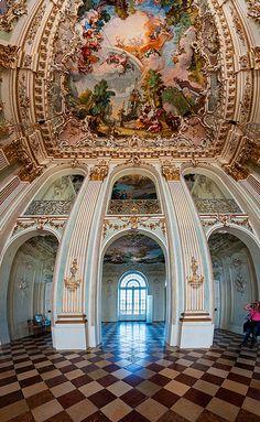 Inside Schloss Nymphenburg (Vertorama)