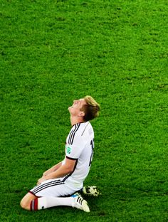 A very happy and content Toni Kroos Germany is the new World Soccer Champion july 2014 Weltmeister Germany Soccer Team, Fifa 2014 World Cup, German National Team, Dfb Team, Toni Kroos, World Cup Winners, Look At The Moon, World Of Sports, Football Players