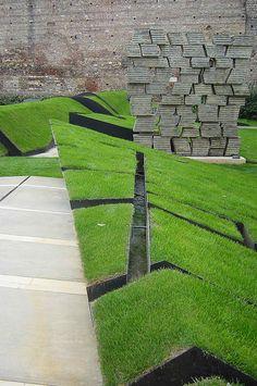 Grass + cortén