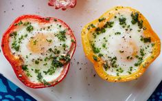 No Added Sugar – Baked eggs in peppers via @https://www.pinterest.com/daystofitness/