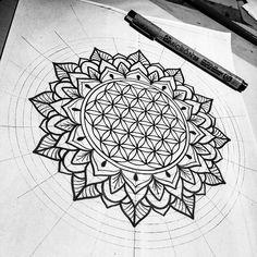 Flower of life mandala. Flower of life m Mandala Art, Mandala Sleeve, Mandalas Painting, Geometric Mandala, Mandalas Drawing, Flower Of Life Tattoo, Flower Tattoos, Tattoo Life, Trendy Tattoos