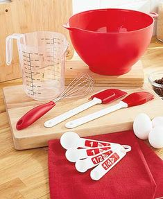 Start or add to your kitchen utensil collection with this 9-Pc. Mix & Prep Set. It includes all the basic necessities someone moving into their first place