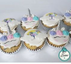Rainbow Birthday Party, Baby Girl Birthday, Unicorn Birthday Parties, White Marshmallows, Marshmallow Pops, Unicorn Cupcakes, Mini Cupcakes, Emoji Food, Banana Pudding Poke Cake