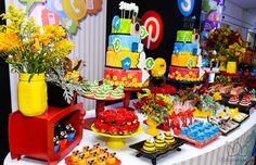 Emoji e redes sociais são os novos queridinhos como tema de Festa Teen.