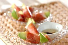スーパーでぜひ食べごろのアボカドを購入して下さいね!生ハムの塩気と、まったり濃厚なアボカドがよく合います。とても簡単にできる、パーティーの前菜にもおすすめです!アボカドの生ハム巻き[洋食/前菜]のレシピです。 Prosciutto, Japanese Food, Cantaloupe, Appetizers, Fruit, Cooking, And More, Recipes, Block Party