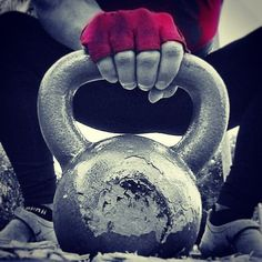 Kettlebell Quotes, Kettlebell Hiit, Crossfit Photography, Fitness Photography, Workout Memes, Gym Workouts, Citation Gym, Bodybuilding Pictures, Crossfit Clothes