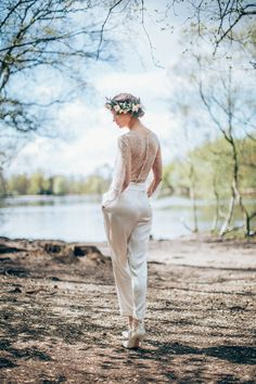 An immaculate bridal trouser suit by Sanyukta Shrestha. Beautiful #lovemydress #silk #trousersuit
