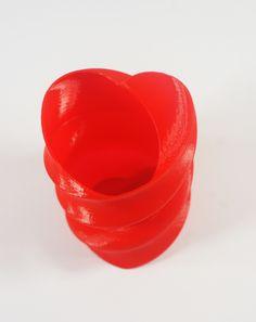 Wazonik serce- wydruk 3D http://3dpoint.pl/?product=zakrecony-wazonik-serce