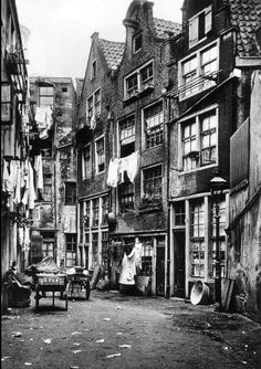Halvemaansteeg, rodezand kwartier rond 1900