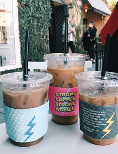 Own a coffee shop where people can DIY their own sleeves ! Coffee Break, Iced Coffee, Coffee Drinks, Coffee Art, Morning Coffee, Drawing Coffee, Cozy Coffee, Coffee To Go, Espresso Coffee