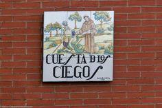 Va desde la calle de Segovia a la Calle de la Morería
