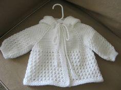 Белый младенца вязания крючком свитер с капюшоном для мальчика ForBabyCreations