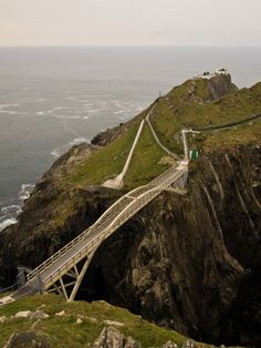 Bridge,_Mizen_Head_2012 Wiki commons