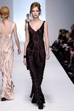 Alberta Ferretti Fall 2004 Ready-to-Wear Fashion Show - Tiiu Kuik