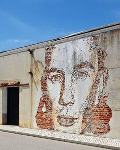 #vhils #vihls #aveiro #arteurbana #urbanart #streetart #aveirolovers #ig_aveiro #igers_portugal by alex_oliv