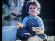 Don't know why, but this Oscar Mayer commercial from 1973 just popped into my head and I can't get the jingle out of my head. What are some of your favorite old commercials? My Childhood Memories, Great Memories, Childhood Toys, School Memories, Oscar Mayer, The Neighbor, Photo Vintage, Vintage Kids, Vintage Tv