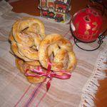 Covrigi de casa cu mac si sare Mac, Bagel, Bread, Food, Brot, Essen, Baking, Meals, Breads