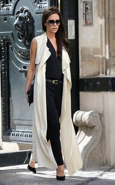 la modella mafia Victoria Beckham 2013 street style in black and white with pumps