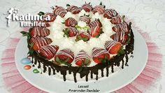 Ingredients for the strawberry wet cake recipeFor the sponge cup of cups of Melting Chocolate, White Chocolate, Diet Recipes, Cake Recipes, Recipe Sites, Food Cakes, Sponge Cake, Serving Plates, Whipped Cream
