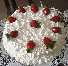Pretty Cakes, Cute Cakes, Yummy Cakes, Strawberry Cakes, Strawberry Recipes, Kolaci I Torte, Peach Cake, Food Carving, Gateaux Cake