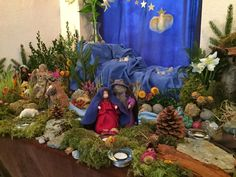 Nature tables from homes, kindergartens, and playgroups from around the world. Waldorf Kindergarten, Kindergarten Crafts, Waldorf Crafts, Craft Stalls, Winter Festival, Nature Table, Autumn Nature, Fairy Garden Accessories, Nature Crafts